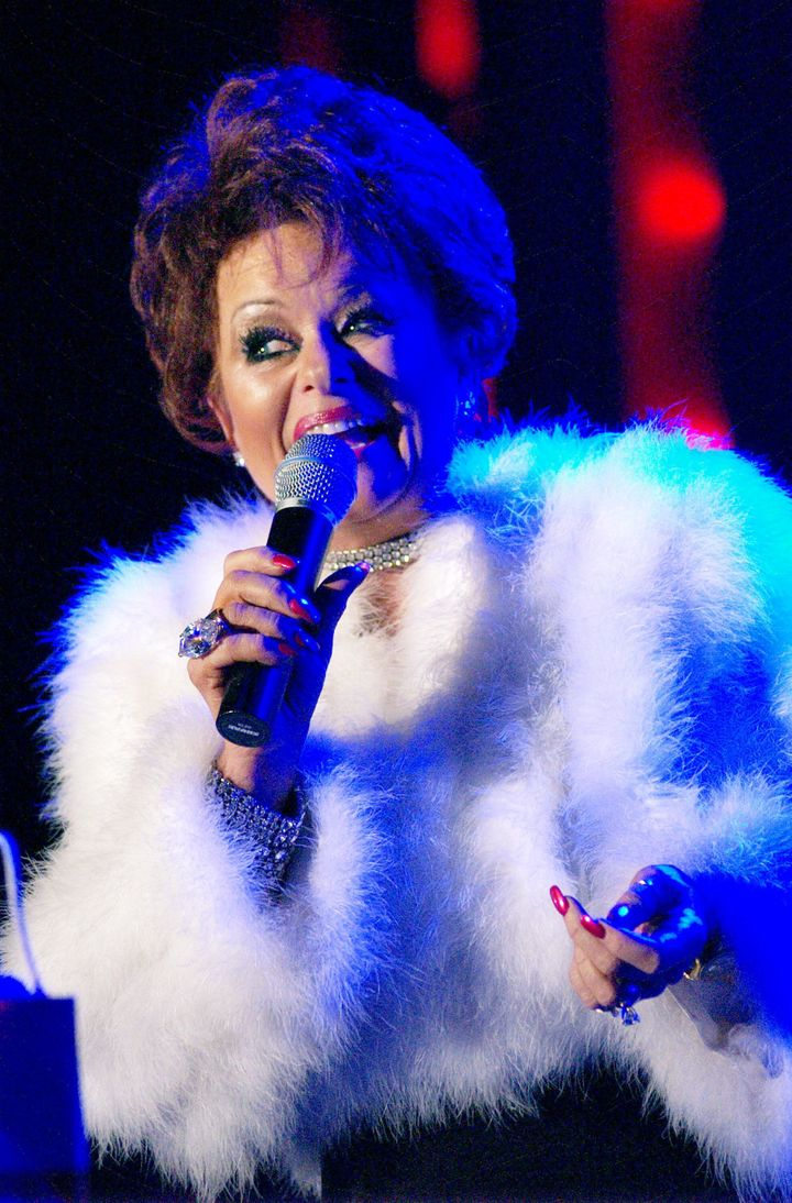 """Tammy Faye Bakker Messner performs at the """"Tammy Faye Tastes New York"""" show in 2002 in New York City."""