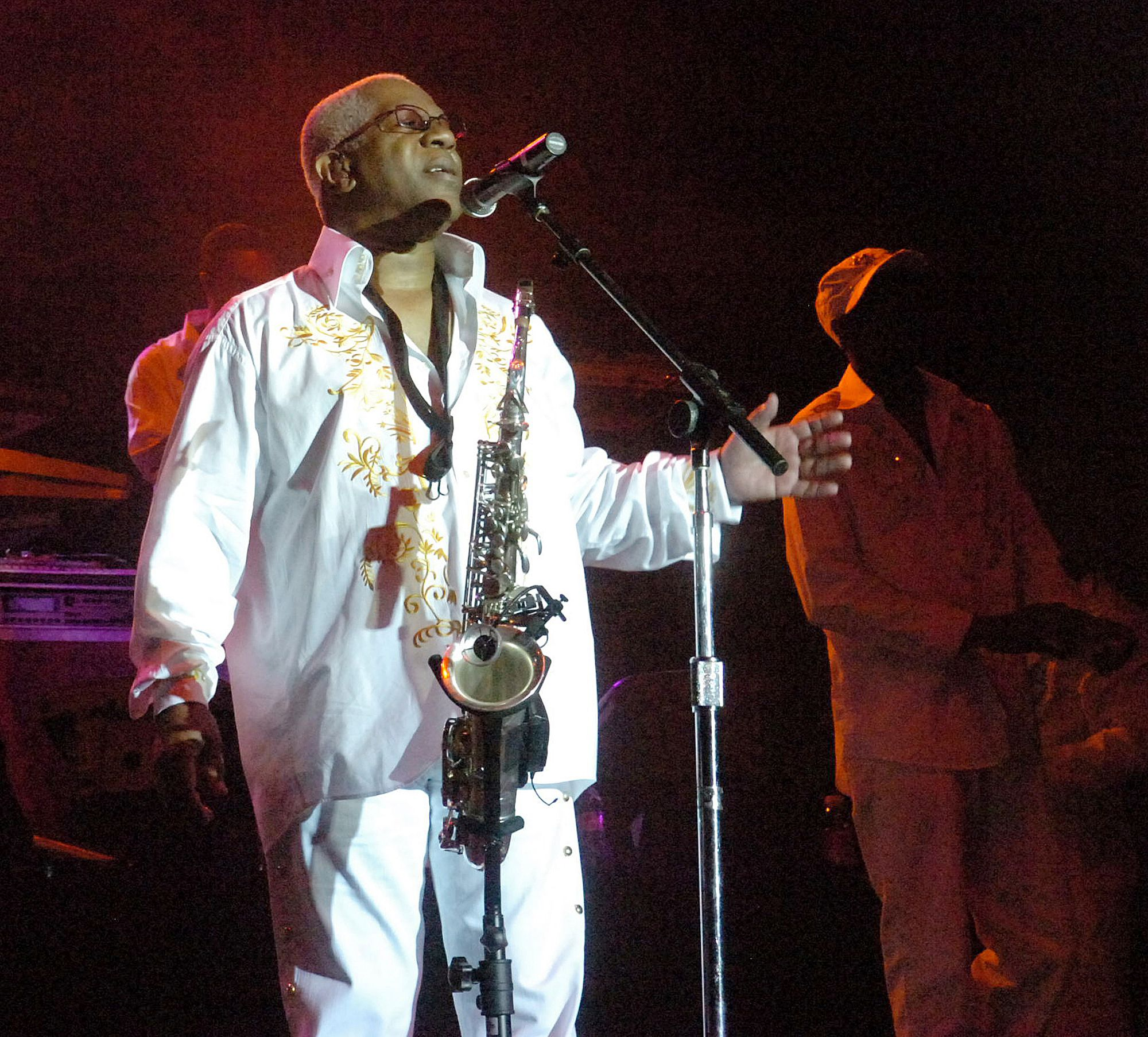 """In this Aug. 3, 2008 file photo, Dennis Thomas performs with the band """"Kool and the Gang"""" in concert in Bethlehem, Pa. (Joe G"""